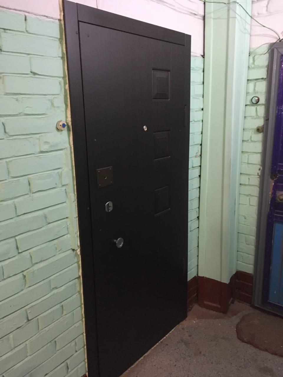 ремонт двери, установлены новые панели из МДФ